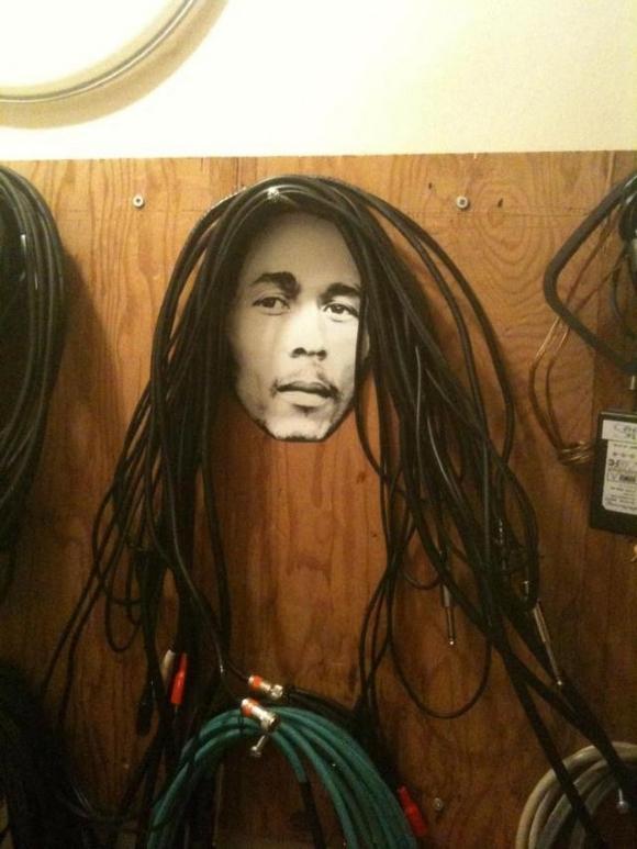Die besten 100 Bilder in der Kategorie kunst: Geile Idee - Bob Marley Kabel Aufbewahrung