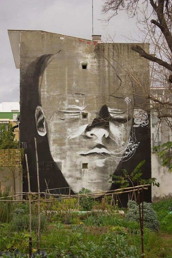 Giant Head Grafitti