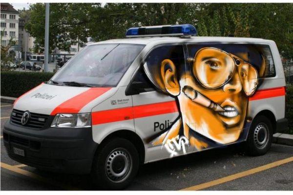 Die besten 100 Bilder in der Kategorie graffiti: Fear and Loathing Graffiti auf Polizei-Bus