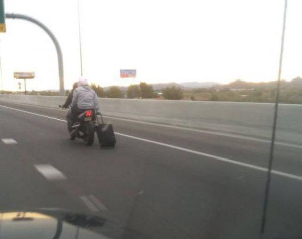 Die besten 100 Bilder in der Kategorie transport: Fahr mich zum Flughafen - Motorrad Rollkoffer