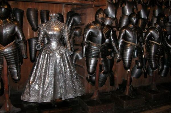 Die besten 100 Bilder in der Kategorie kunst: Rüstungskleid aus Metall