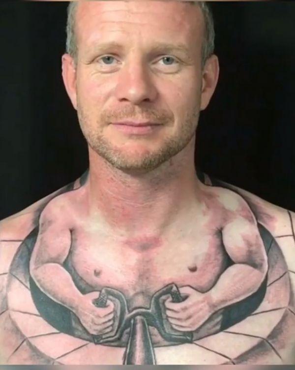 Tattoos hals Halls Tattoo