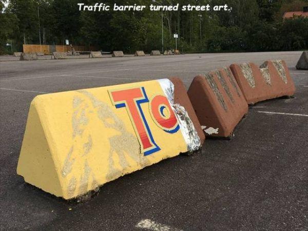 Die besten 100 Bilder in der Kategorie graffiti: Graffiti, Toblerone, Street Art, Straßenabsperrung