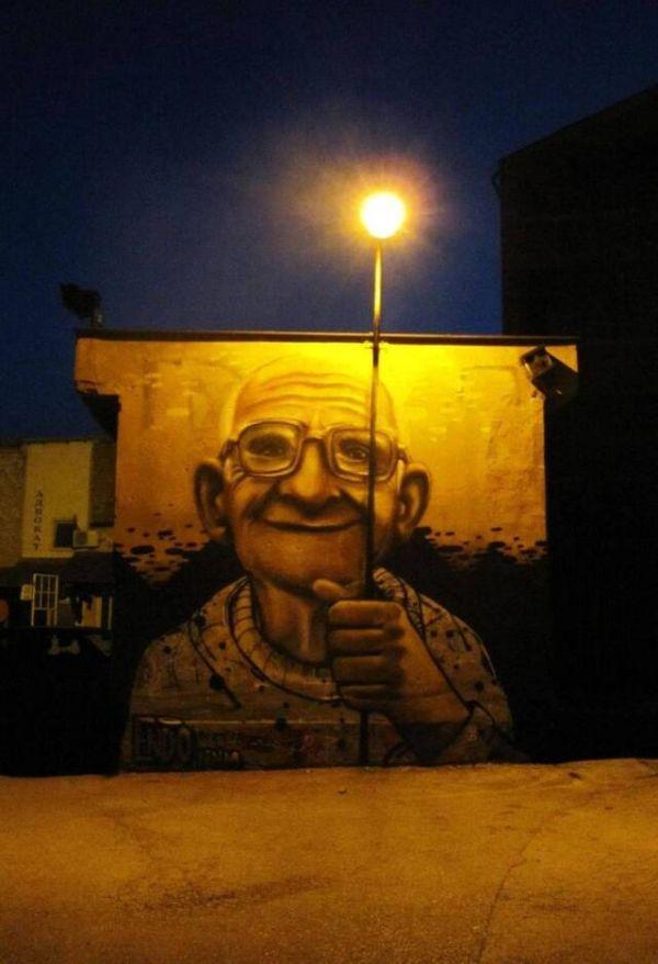 Die besten 100 Bilder in der Kategorie graffiti: Grafitti, Oma, Laterne, Straßenlampe, originell