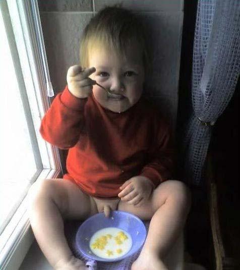 Die besten 100 Bilder in der Kategorie kinder: Pipi im Essen