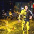 Die besten Bilder in der Kategorie shit_happens: Motorradfahrer hat etwas gelbe Farbe abbekommen.
