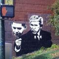 Die besten Bilder in der Kategorie graffiti: Bush mit Obama-Maske Graffitti