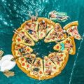 Die besten Bilder in der Kategorie Vote: Pizza, air mattresses, bath island, bathing fun