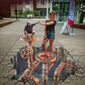 Die besten Bilder in der Kategorie Vote: Big, small, optical illusion, chalk, art, street