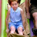 Die besten Bilder in der Kategorie kinder: Lustiger Gesichtsausdruck beim Rutschen