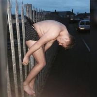 Frau nackt und betrunken